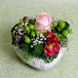 Blumengesteck mit Herz Frühling