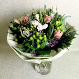 Frühlingsstrauss mit Tulpen