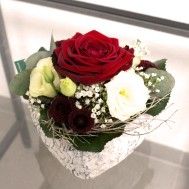 2. Gesteck Herzli mit roter Rose 23.- Fr.