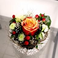24. Gesteck Herzli mit Rose orange 25.- Fr.
