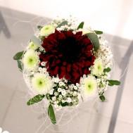 9. Gesteck klein mit Chrysanthemen 19.- Fr.
